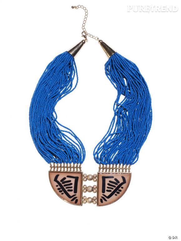 Un collier éthnique       Une festivalière, une vraie, est forcément nostalgique de Woodstock et des 70's, c'est pourquoi elle arbore toujours un collier éthnique et boho chic.    Prix :  14.95€