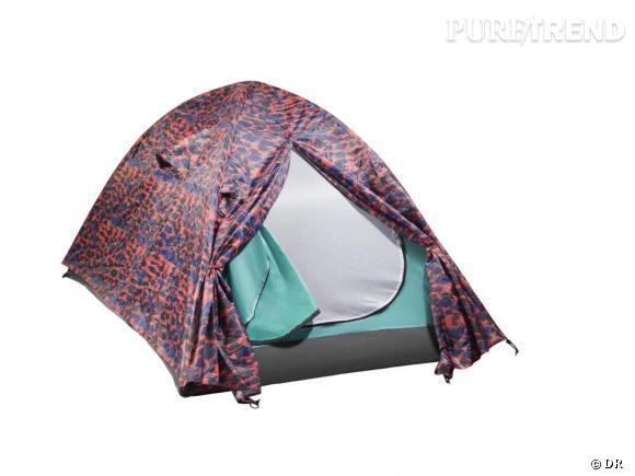 Une tente hype       Une festivalière, une vraie, dort sur place, et installe sa tente sur les grandes étendues d'herbes, ou de boue, suivant les latitudes.    Prix :  9.95€