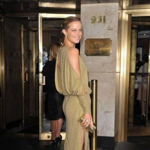 Top 10 des mannequins les mieux payés N°10 : Carolyn Murphy Age : 37 ans Revenus : 3,5 millions de dollars Nationalité : américaine Contrats : Missoni, Estée Lauder...