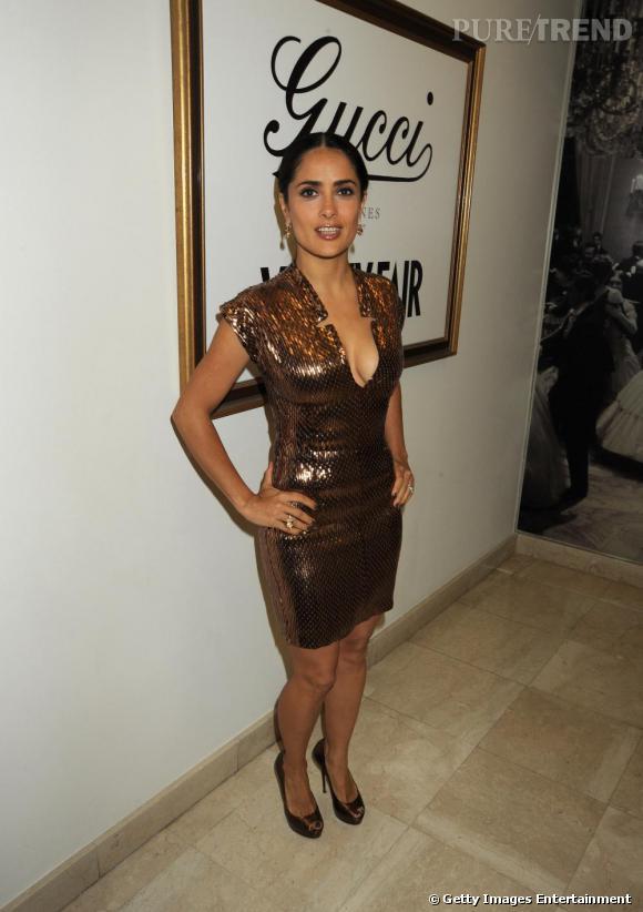 Salma Hayek à la soirée Vanity Fair/ Gucci à Cannes dans une robe rebrodée  de paillettes bronze Gucci.