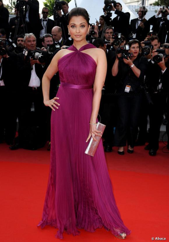 Aishwarya Rai dans une longue robe fluide dans les tons prune Gucci.