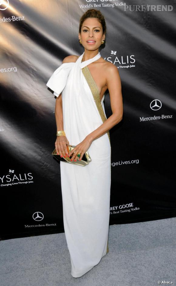 Eva Mendès absolument divine en robe blanche
