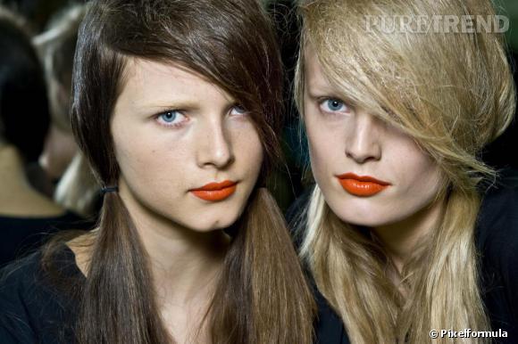 La bouche orange glossy du défilé Prada