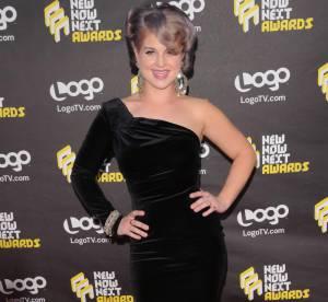 Kelly Osbourne, oeil et robe de velours