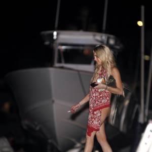 Lindsay Lohan jusque-boutiste enlève le bas...Et le haut en soirée !