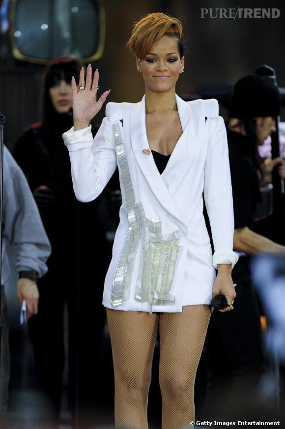 Rihanna, habituée des tenues extravagantes, n'hésite pas et sort sans rien !