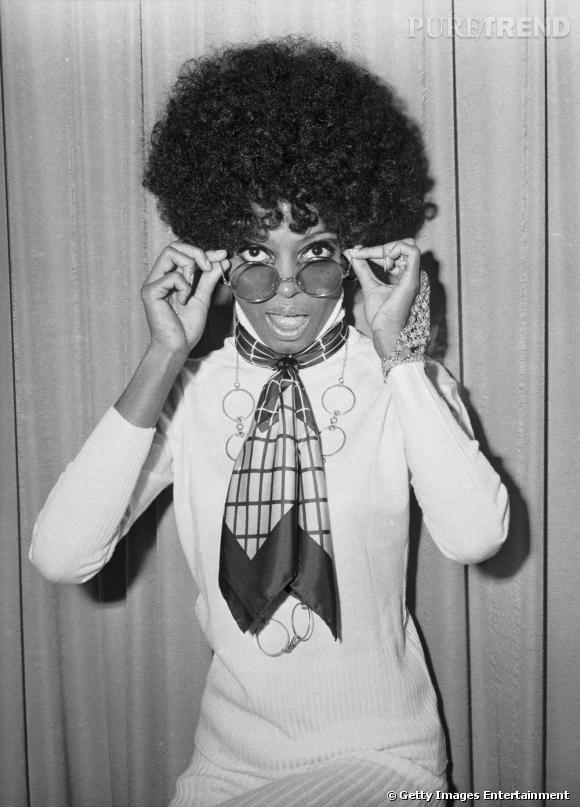 1968 : Diana Ross s'impose dans las charts, aidée par une mythique coupe afro, généreusement bouclée et bouffante.