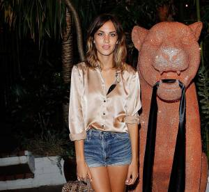 Alexa Chung revisite le look bourgeois avec style