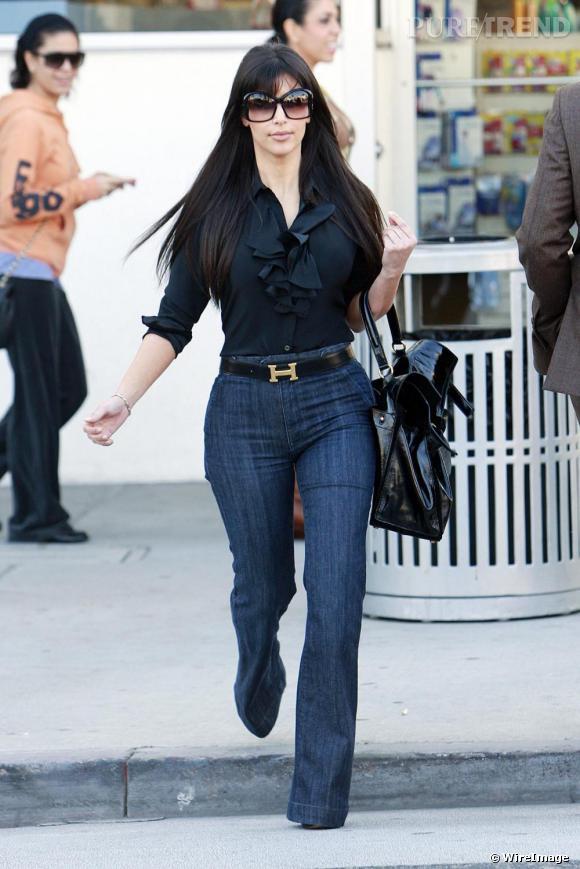 Kim Kardashian fait dans la discrétion avec une boucle de ceinture formée d'un H brillant pour Hermès.