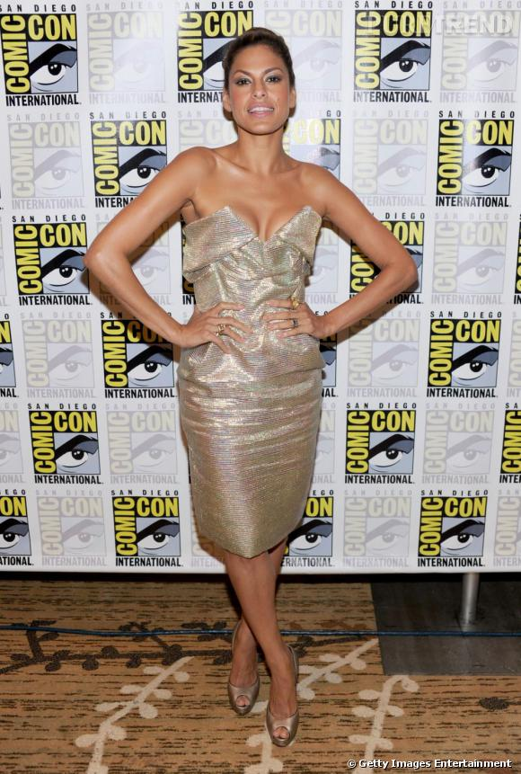 Eva Mendès ose la robe bling-bling avec charme et goût aux Comic Con 2010.
