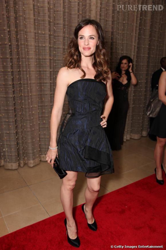 Pour être sexy sur tapis rouge, Jennifer Garner fait confiance à la petite robe bustier.