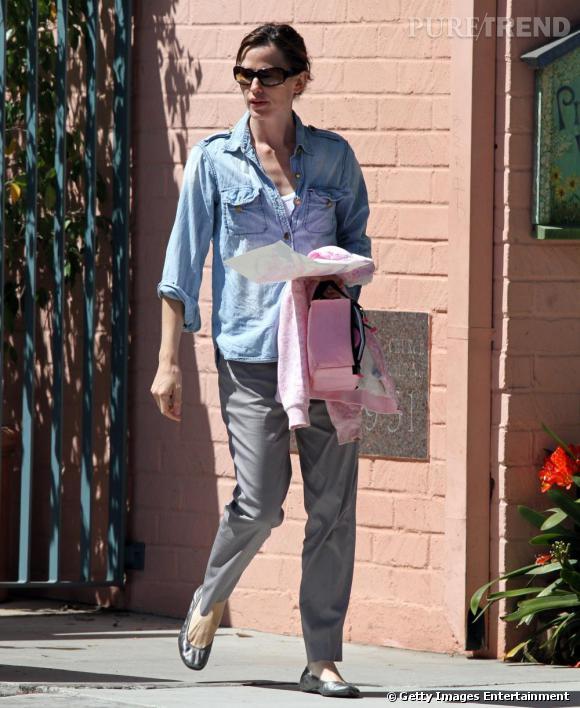 Jennifer Garner préfère les looks décontractés au quotidien, elle a donc fait de la ballerine un de ses indispensables.
