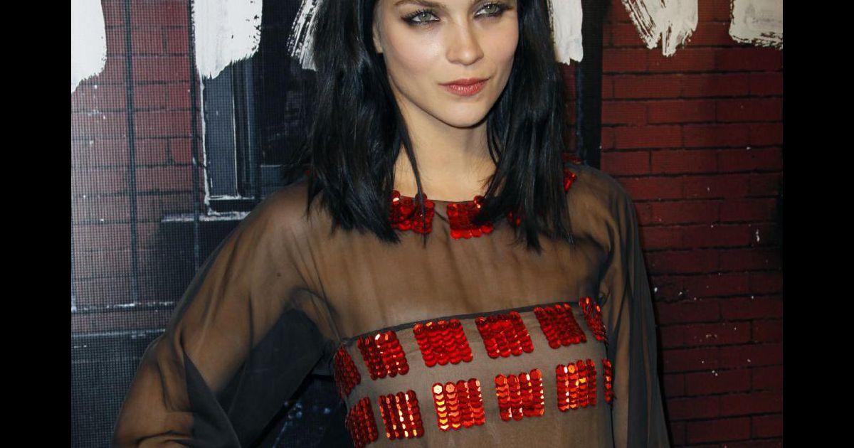Leigh Lezark à la réouverture de la boutique Chanel de ...