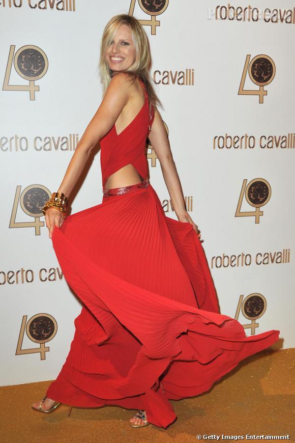 Karolina Kurkova aux 40 ans de Roberto Cavalli à Paris.