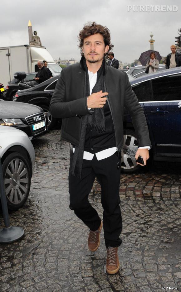 Orlando Blum est beau et sexy devant l'Hôtel Crillon a Paris