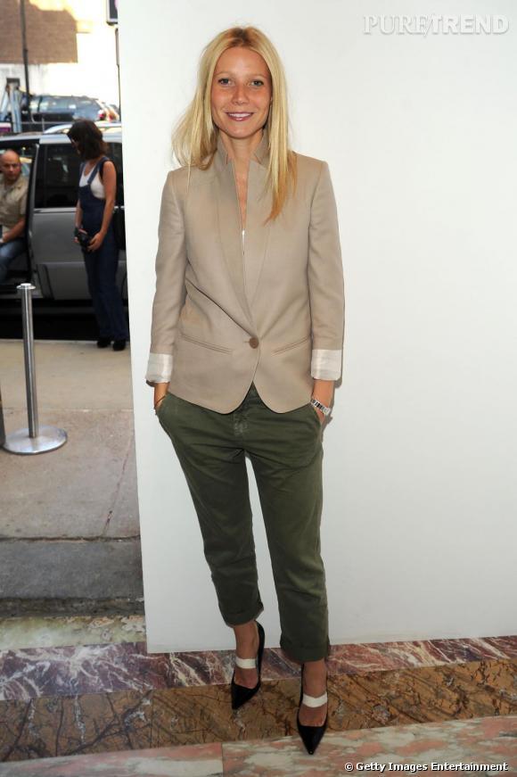 Gwyneth Paltrow opte pour le modele Kaki qu'elle porte avec une veste costard. Un look casual et chic !
