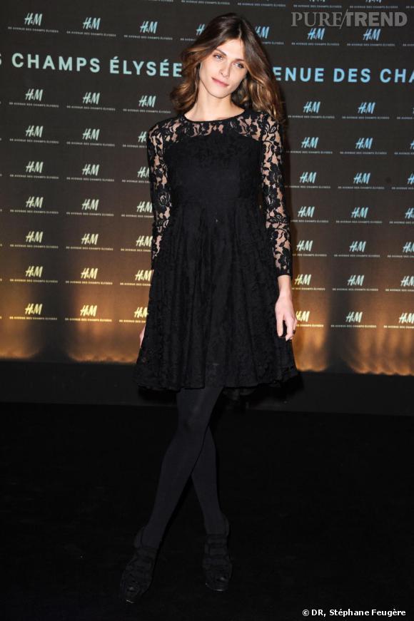 Elisa Sednaoui inaugure le nouvel H&M des Champs-Elysées à Paris.
