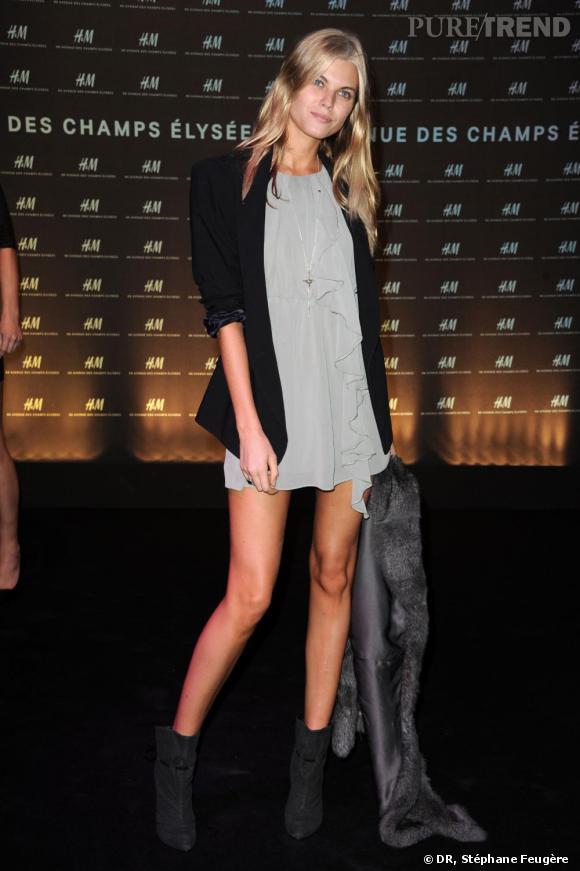 Maryna Lynchuk inaugure le nouvel H&M des Champs-Elysées à Paris.