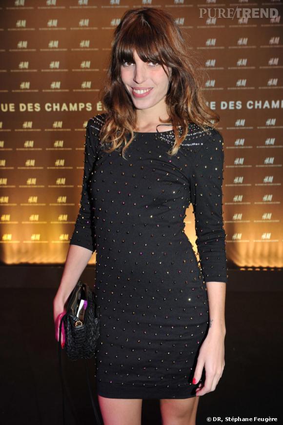 Lou Doillon inaugure le nouvel H&M des Champs-Elysées à Paris.
