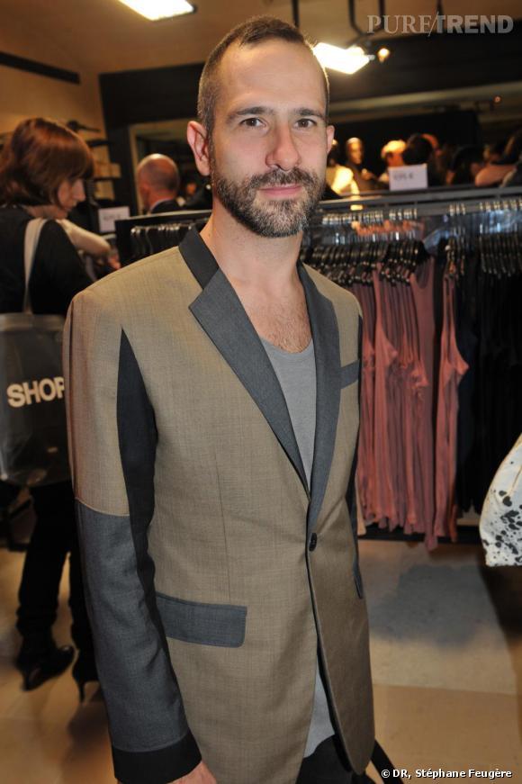 Gaspard Yurkievich inaugure le nouvel H&M des Champs-Elysées à Paris.