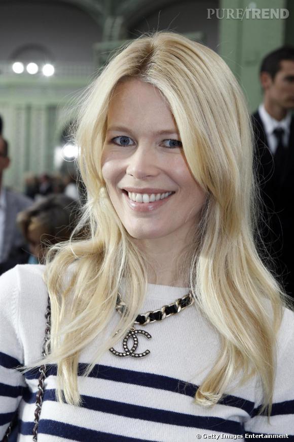 Claudia Schiffer, rayonnante pour le défilé Chanel.