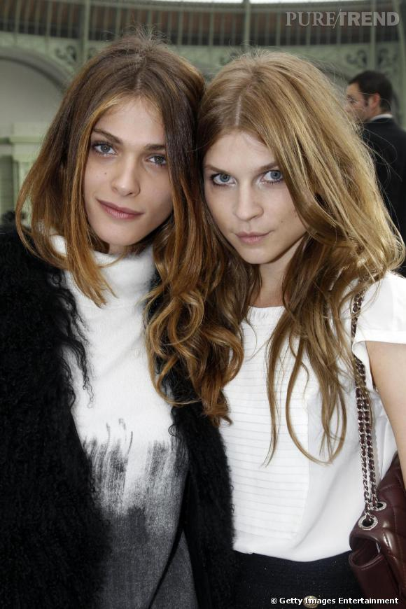 Elisa Sednaoui et Clemence Poesy posent chez Chanel.
