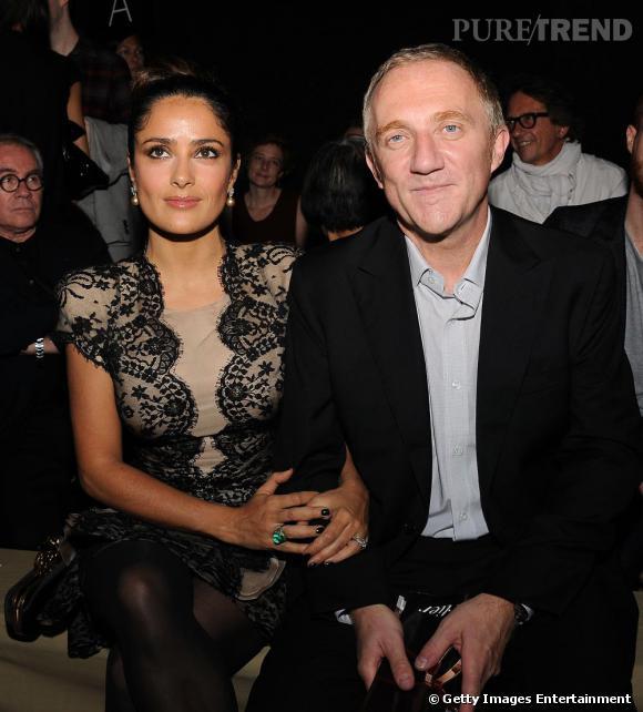 Salma Hayek et François-Henri Pinault assistent au défilé Valentino.