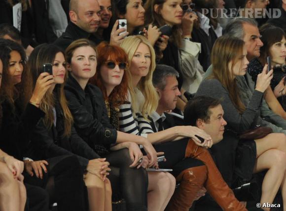 Rachel Bilson, Cecile Cassel et Claudia Schiffer concentrées pendant le défilé Chanel.