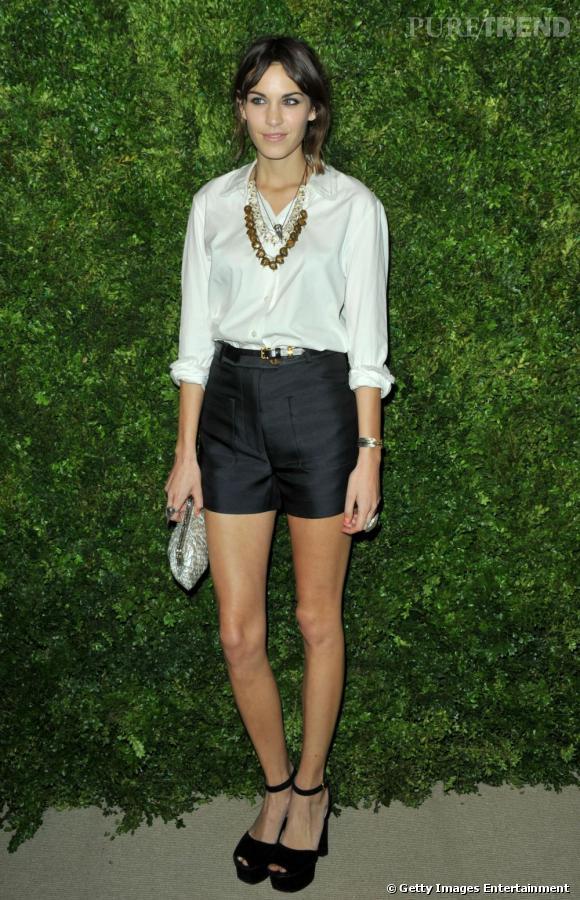 Alexa Chung aux CFDA Fashion Fund Awards à New York.