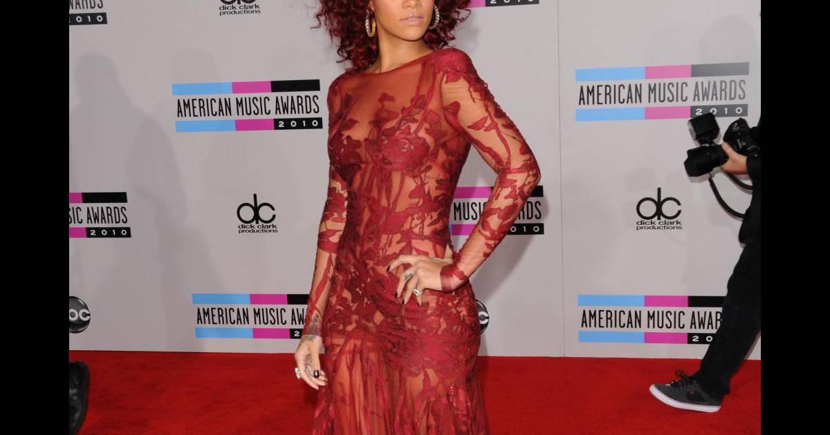 Rihanna 3 Tenues Pour Conqurir LAmrique