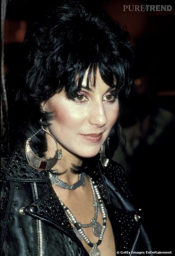 En 1980, fin de la période disco pour Cher qui se mue en créature rock. Du cuir, des clous, du moulant et surtout du sexy, la chanteuse joue les bad girls.
