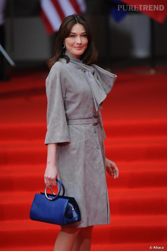 Sac rétro pour une allure first lady très chic, signé Dior of course.