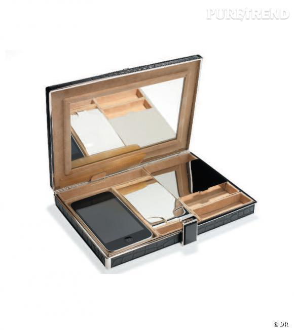 Minaudière rectangulaire métal Argent & Cuir croco noir, intérieur daim beige et fermoir en laque Victoria & Yo, prix sur demande.