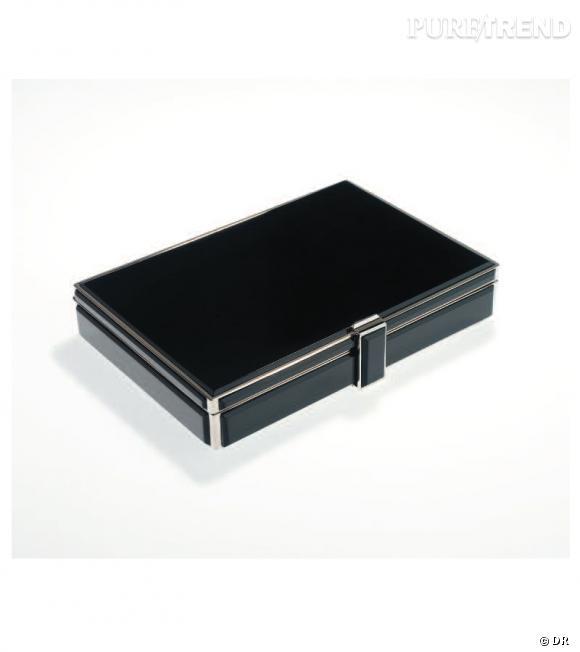 Minaudière rectangulaire métal Argent & Laque noire, intérieur daim beige Victoria & Yo, 895€.