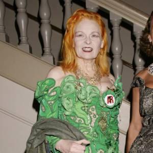 Une pièce particulièrement originale pour la rousse la plus déjantée de la mode, Vivienne Westwood.