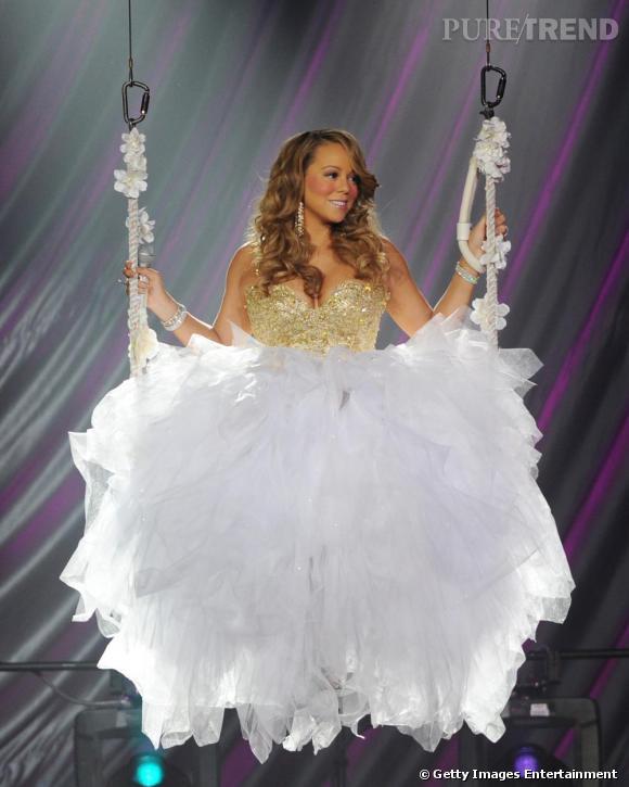Qui a déjà vu une meringue sur une balançoire ? Mariah Carey au Seminole Hard Rock de Los Angeles.