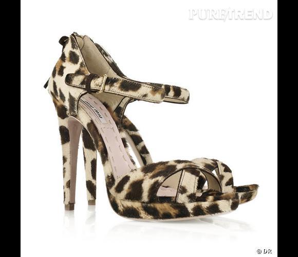 Sandales Miu Miu       Du léopard encore, mais surtout des sandales à talon pour éclipser les sabots qu'elle a portés tout l'été.    Prix : 543€     En vente sur    www.net-a-porter.com