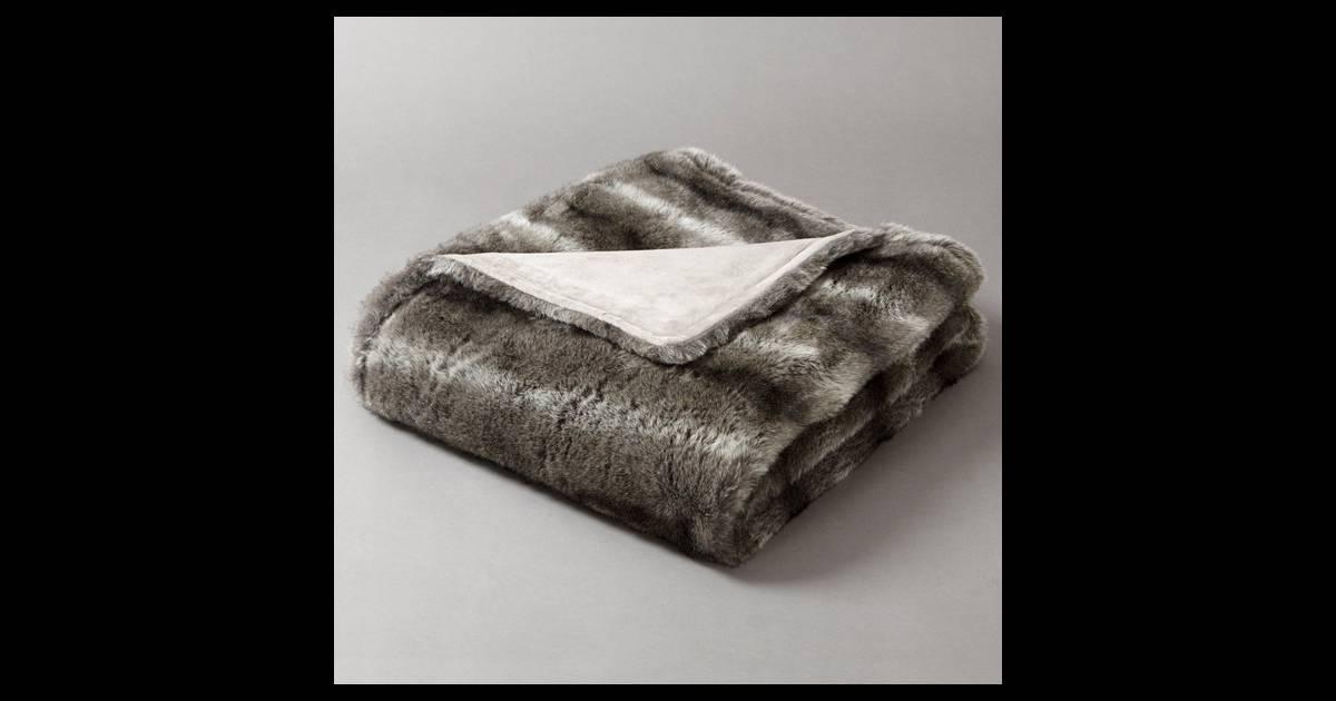 plaid en fausse fourrure la redoute une peau de b te pour trainer sur le canap c 39 est plus. Black Bedroom Furniture Sets. Home Design Ideas