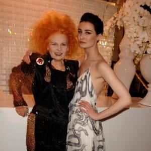 2007 : Crinière incandescente pour Vivienne aux côtés d'Erin O'Connor.