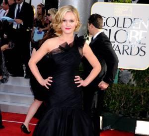 Julia Stiles, élégante, en robe Romona Keveza.