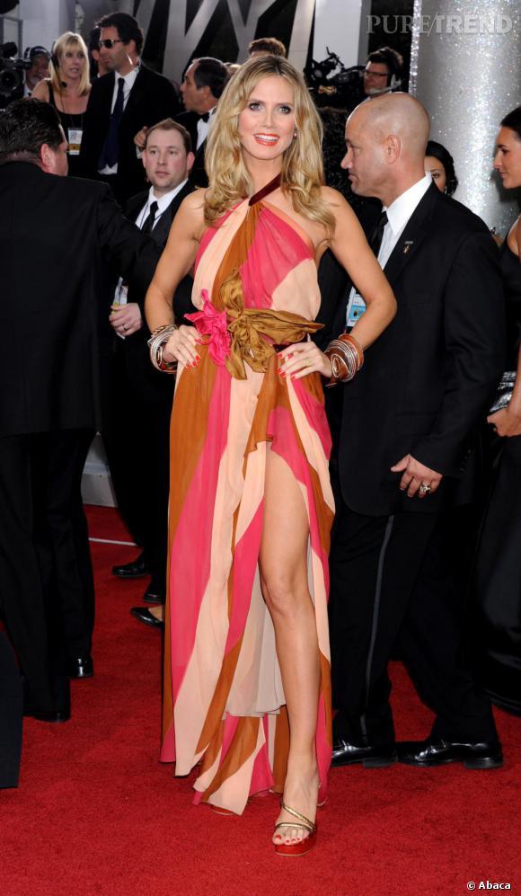 Heidi Klum, colorée en robe Marc Jacobs.