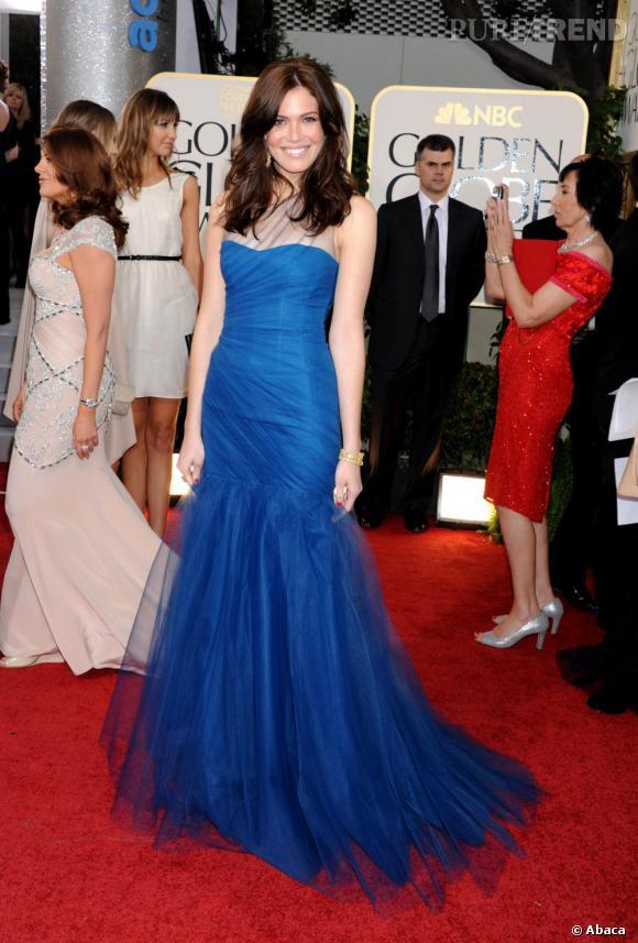 Mandy Moore, élégante, en robe Monique Lhuillier.