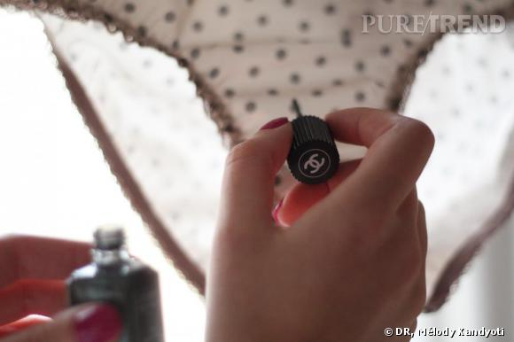 Vernis à ongles Black Pearl de  Chanel , 20.50€.