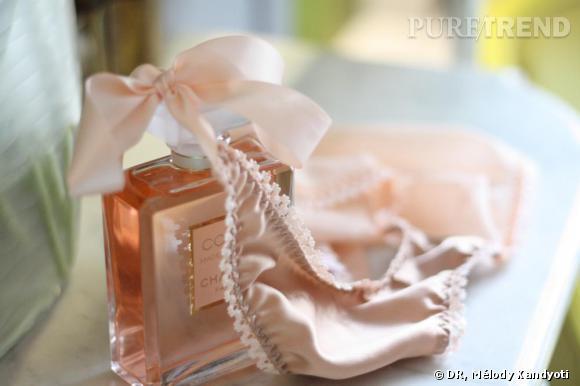 """Flacon Coco Mademoiselle de  Chanel , 93.50€, et culotte """"Fabuleuse""""   Fifi Chachnil  , 93€."""