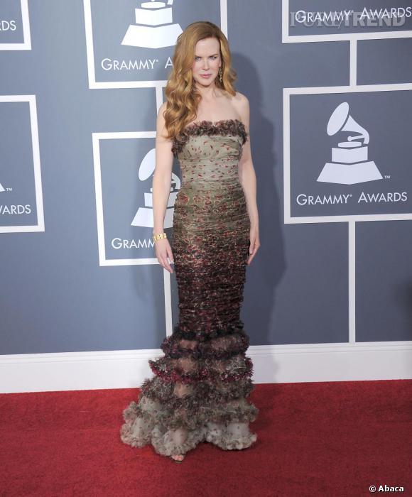Nicole Kidman sort des sentiers battus, avec une robe Jean-Paul Gaultier Couture printemps-été 2011 .