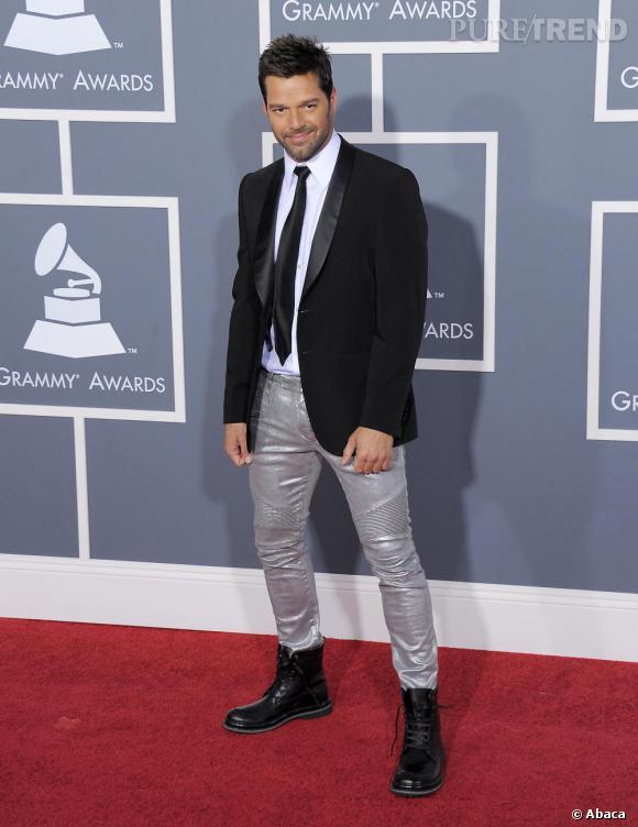 Ricky Martin en pantalon argenté...
