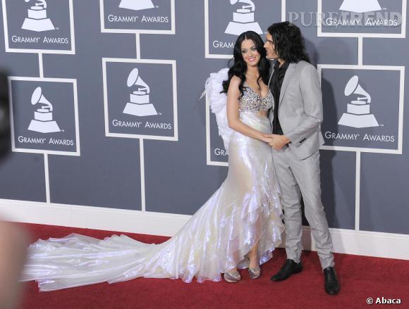 Les jeunes mariés Russell Brand et Katy Perry, en Giorgio Armani et escarpins Casadei.