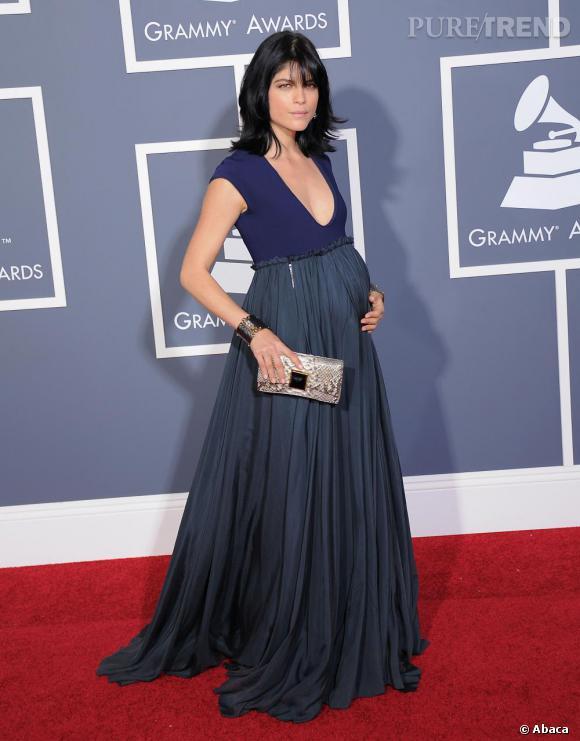 Selma Blair sait assurément mettre ses rondeurs en valeur, en robe Lanvin printemps-été 2011.