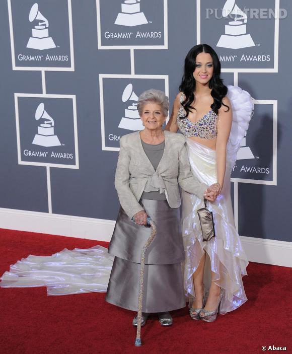 Katy Perry et sa grand-mère totalement bling-bling, avec sa canne glitter.