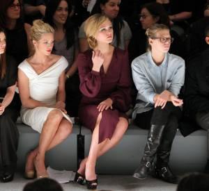 Brittany Snow et Julia Stiles, très attentives au défilé Monique Lhuillier.
